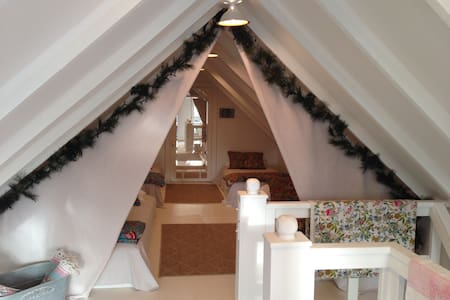 The Cardinal House - The Loft - Bed & Breakfast