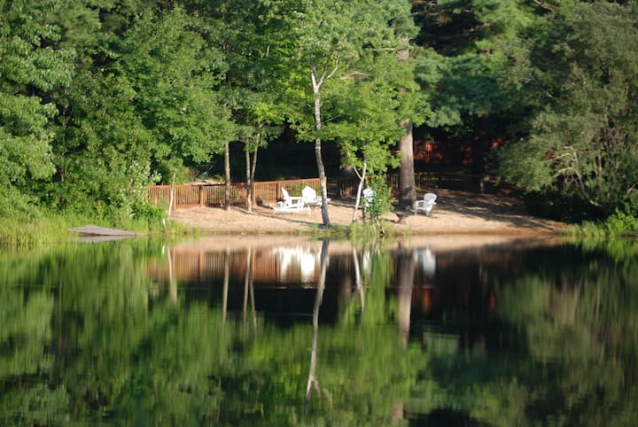 This peaceful, exclusive Pond front studio
