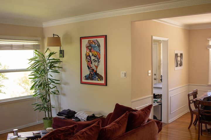 Spacious 2BR Apartment in Westwood