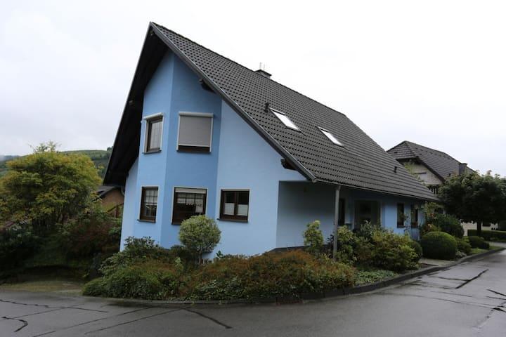 Gemütliches Zimmer für 1-2 - in Wiedenest - Bergneustadt - Casa