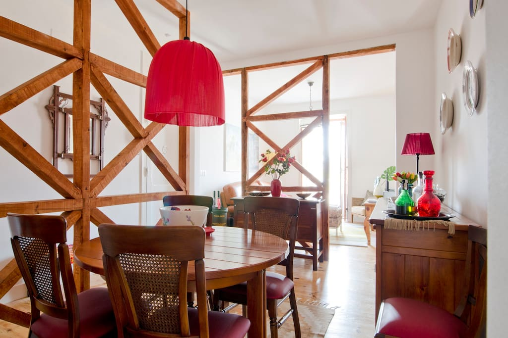 """Dining Area - The decoration leaves out the foundations for the famous """"gaiola pombalina"""""""