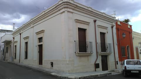 Casa novecentesca nel centro storico di Lizzano