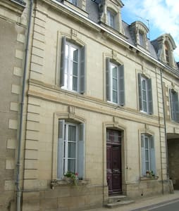3 storey house, village location, sleeps 8 - Moncontour - Dom