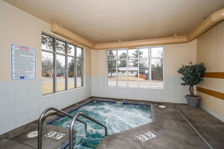 Wisconsin Dells Getaways Hot Tub #408