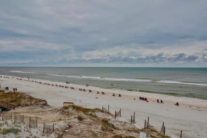 Apartment in a beautiful Beach Front Home. Two Queen Beds. Private Beach access! Huge parking area.