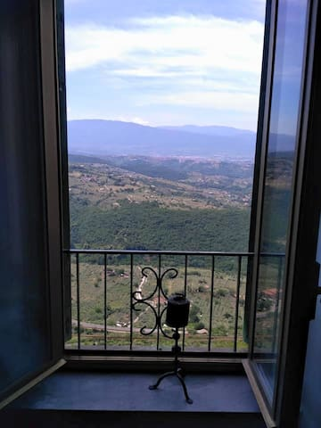 cozy panoramic apartment 40 mins from Rome