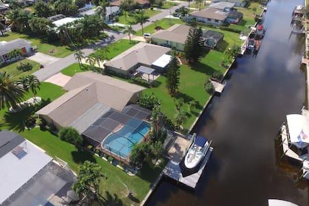 Sand Dollar, SE Cape Coral Yacht Club Pool Home. - Cape Coral - Casa