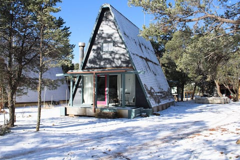 Spotless Remodeled A-Frame on 1/2 Acre Sleeps 6