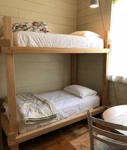 The Historic Wolf Creek Inn - The Spur Bunkroom
