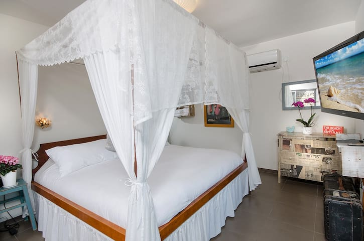 B&B by the Sea with Luxury King Bed - HaBonim