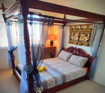 Dan's House - Sunset room