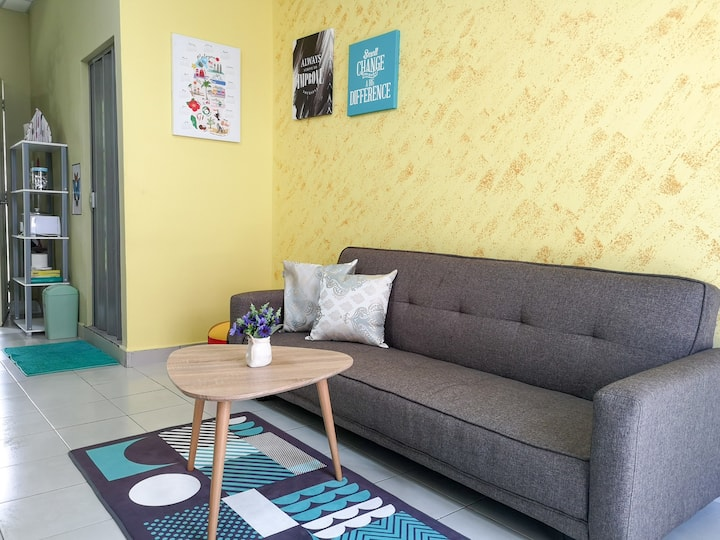 Cozy & Comfy Small House 可爱的小房子 2BR for 4pax