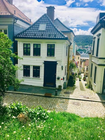 Charming, cosy Bergen house, from 1780. Heritage.