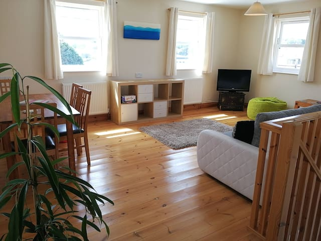 Beautiful new house central Hayle, estuary views