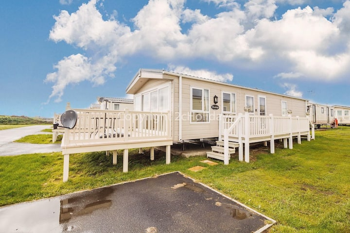 Caravan near the sea front with decking at St Osyth park Clacton  ref 28005D