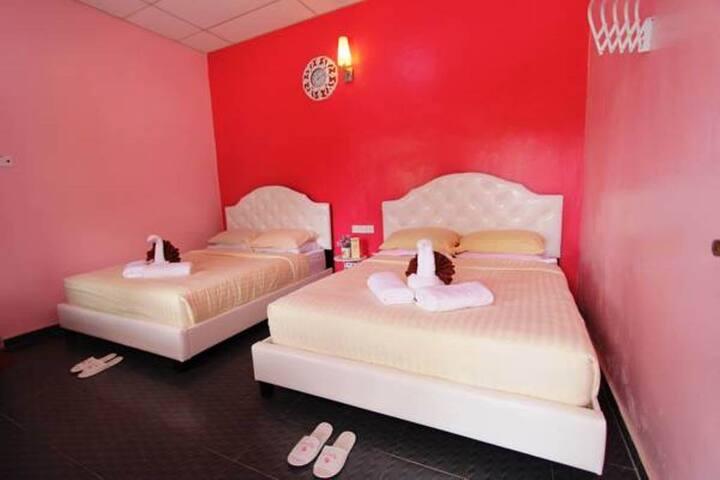 Quad Room @ Taman Negara River View Lodge