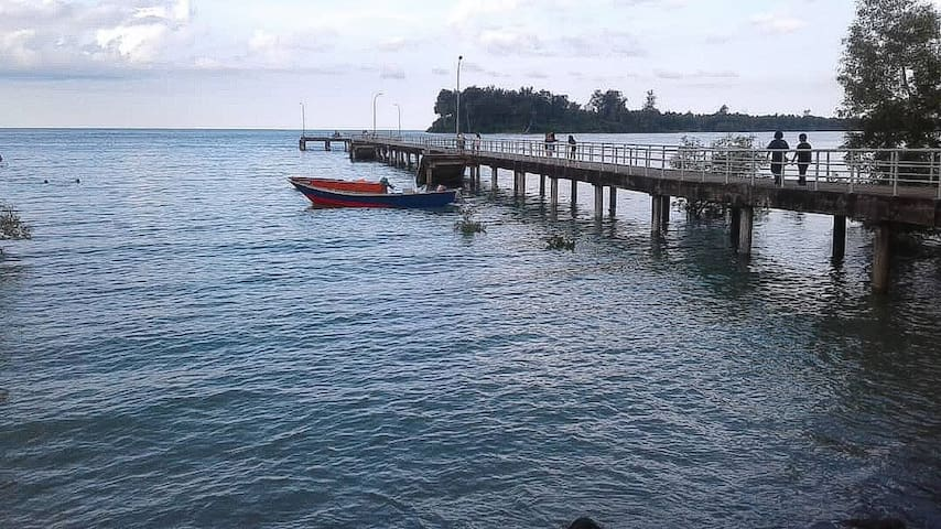 Beach front homestay Dayak Borneo Style