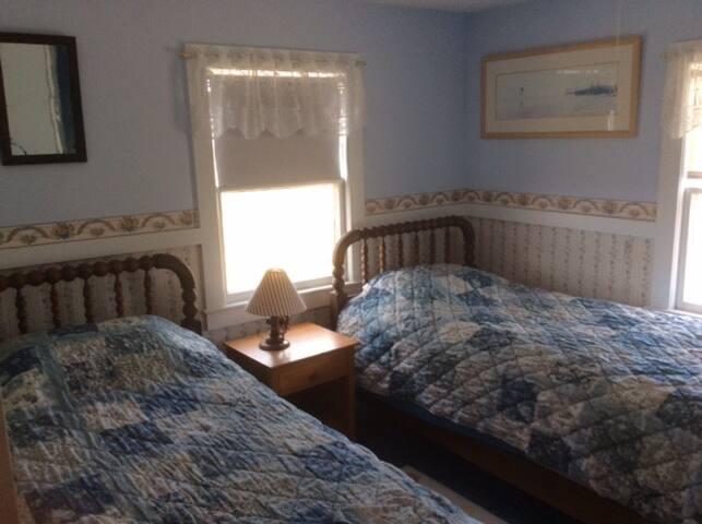 2nd Bedroom 2 Singles