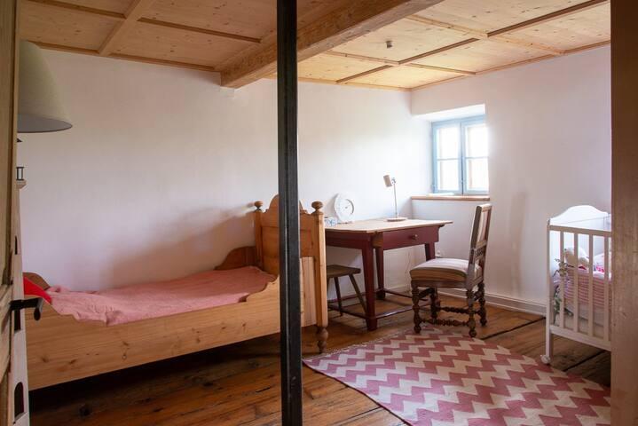 Upper floor - single bed bedroom no. 3