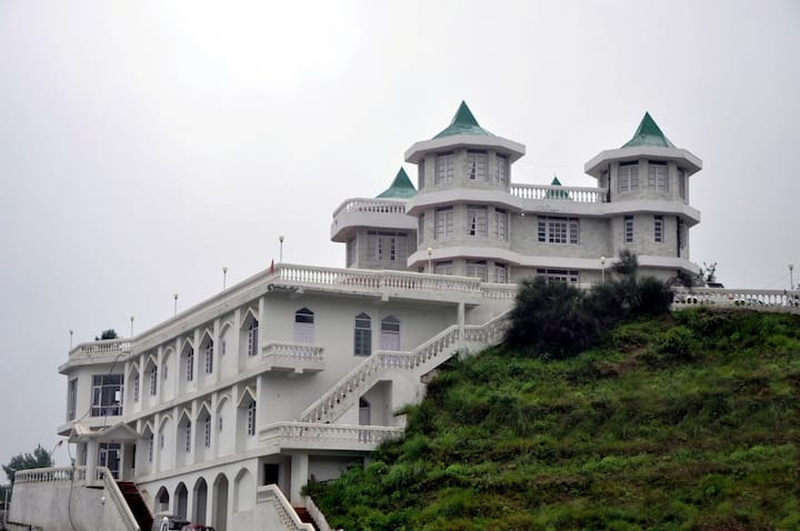 7 Bedrooms for Group Travellers, LR Heights Shimla