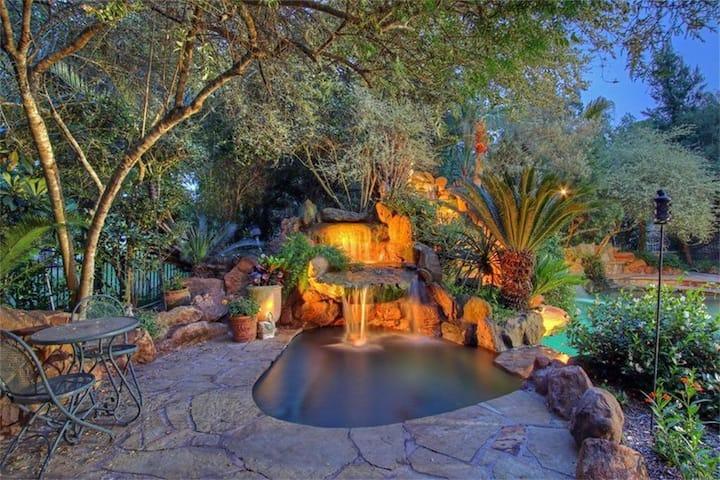 Mediterranean Mansion Landscaped Heated Spa sp 13.