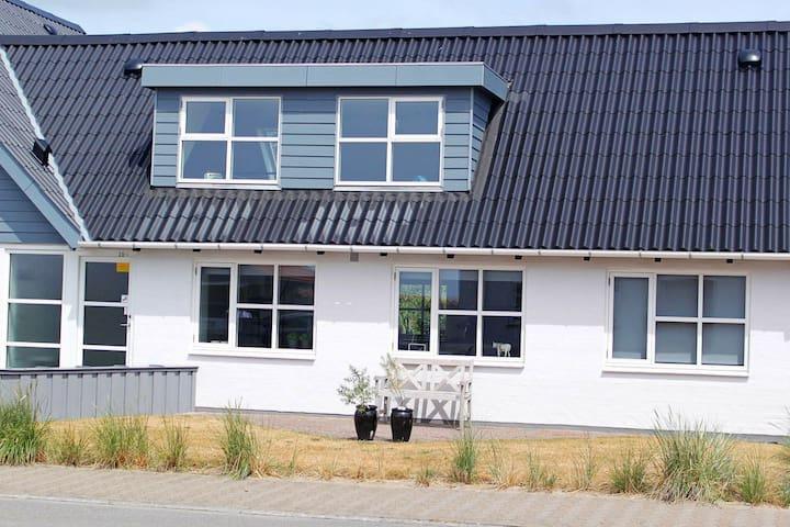 Casa de vacaciones moderna en Jutland junto al mar