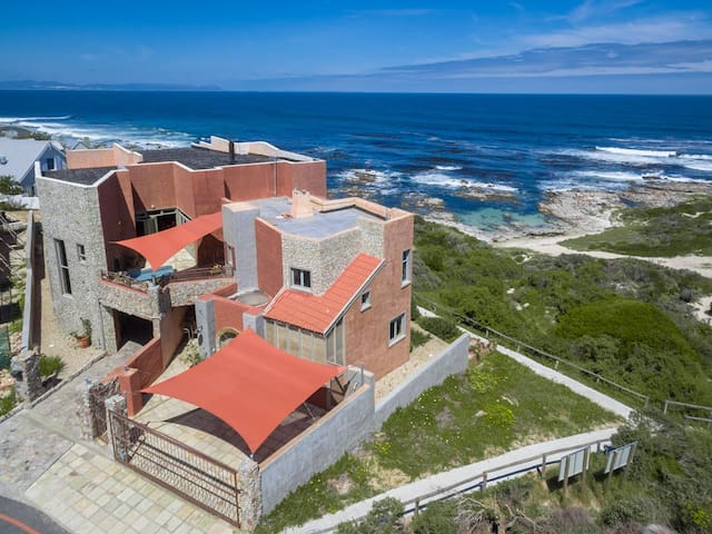 Panoramic room right on the beach - Hermanus - House