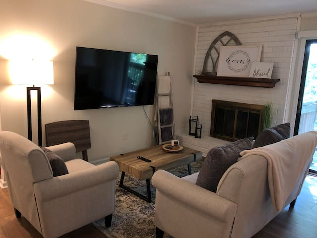 NEW: Private 2BR condo w/ comfy King & Queen beds