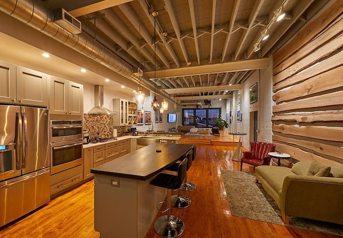 Luxury Loft in the Public Market!