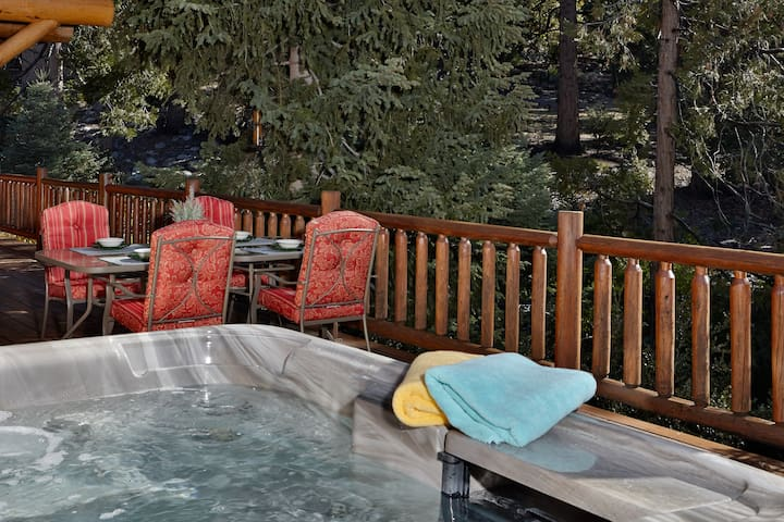 Rockview: Gorgeous Views and Hot Tub!