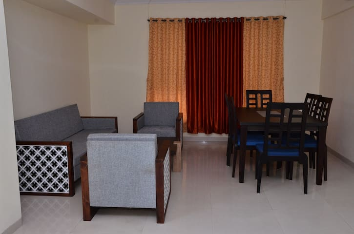Serviced Hotel Apartment Wifi/TV/Breakfast/Kitchen