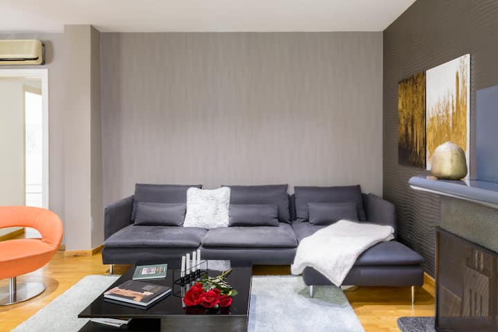 Characterful, Cozy Apartment Near Central Athens