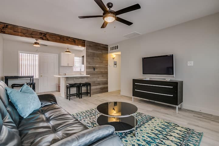 WOW! Remodeled One of a Kind Uptown 1BR Condo