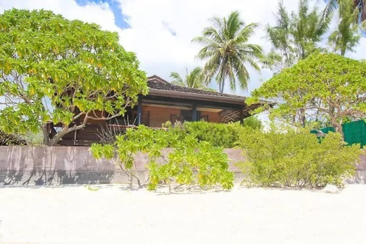 Temae Beach Cabin.  Beach front Bungalow!