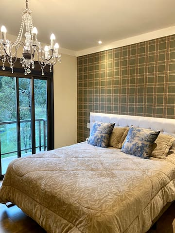 Suíte 1 térrea com varanda, 2 camas box que tem opção de juntar e formar  cama para casal queen