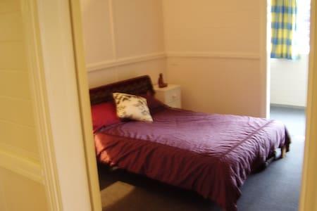 Estreet Guesthouse in Lismore CBD - Lismore - Dům pro hosty