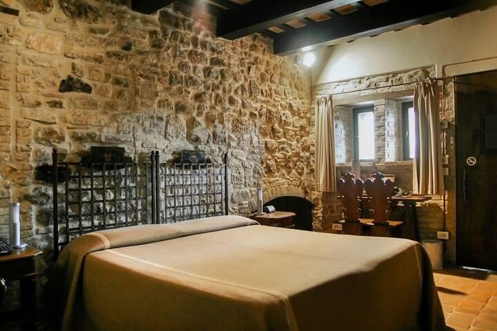 Camera con pareti a vista, colazione inclusa