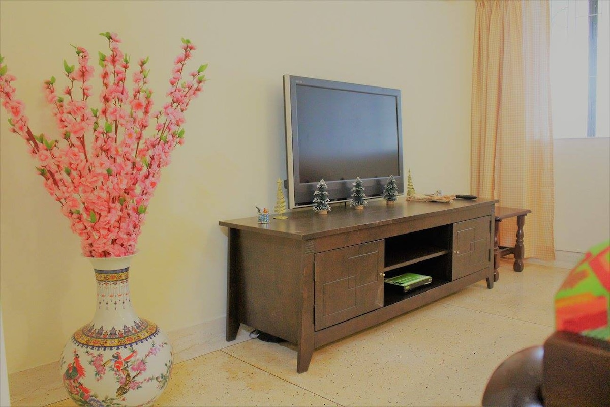 ... 80u0027s Homestay, Living Room Retained 80u0027s Style With Wooden TV Cabinet  To Brought Back 80u0027s