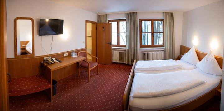 Dreibettzimmer für Familie mit Kind im Hotel Falk