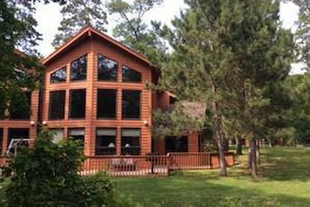 Beautiful Getaway on Gull Lake w/ indoor hot tub