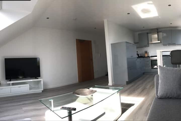 Herrliche  50 m² Dachgeschoß Wohnung