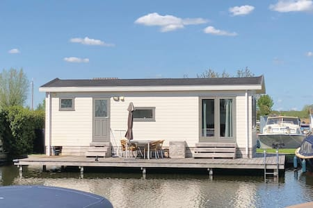 Holiday cottage with 2 bedrooms on 33m² in Breukelen