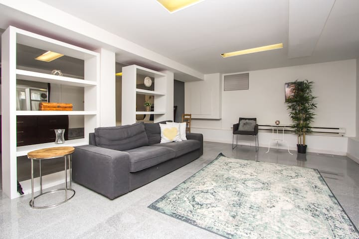Daily/Monthly Beautiful house apartment+Parking