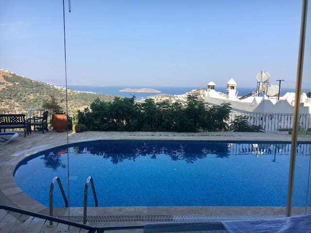 charmante Wohnung mit Meerblick und Swimmingpool