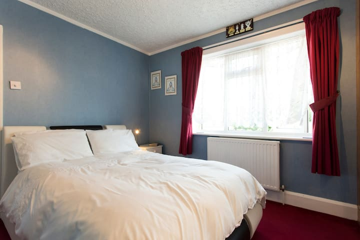 Double Room - Central Luton, Near Luton Airport - ลูตัน - บ้าน