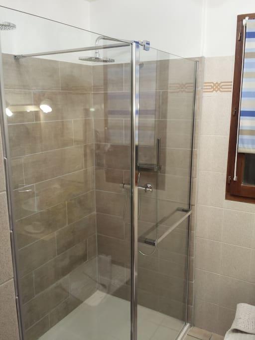 Douche à l'étage dans la partie commune