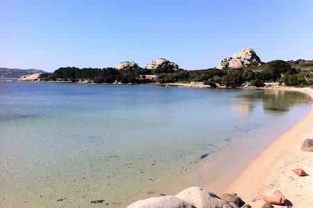 Casa a Baja Sardinia-Costa Smeralda - Baja Sardinia - Radhus