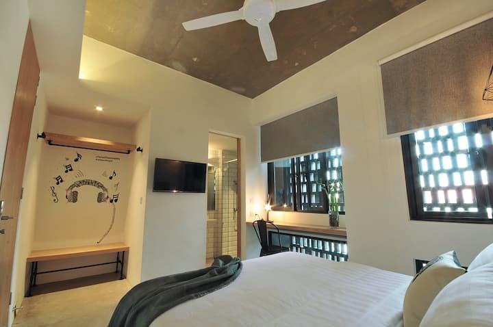 Standard Queen Room @ The Nest House Melaka