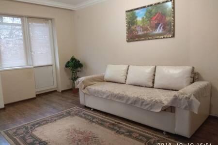 Уютная двух-комнатная квартирка  на Байсултанова 5