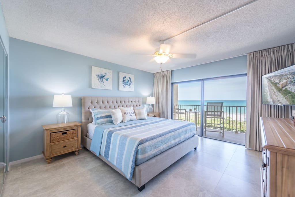 """Direct ocean front bedroom with beach views from bed (king bed, walkout balcony, 55"""" HD TV)"""